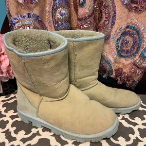 UGG Boots Green Leather & Sheep Skin Size 8